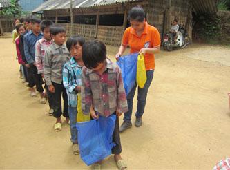 Assistenza a Khau De (Cao Bang) in occasione del nuovo anno scolastico 2013