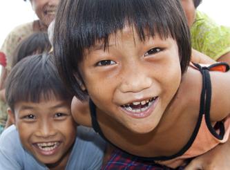 Migliaia dei sorrisi per gli orfani di Da Nang 12/2014